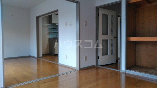 ニューハイムタヒラ 201号室のリビング
