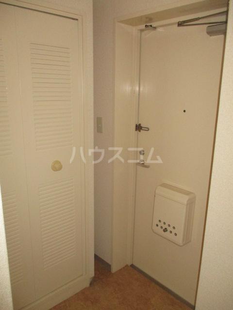 エイタイマンション 203号室の玄関