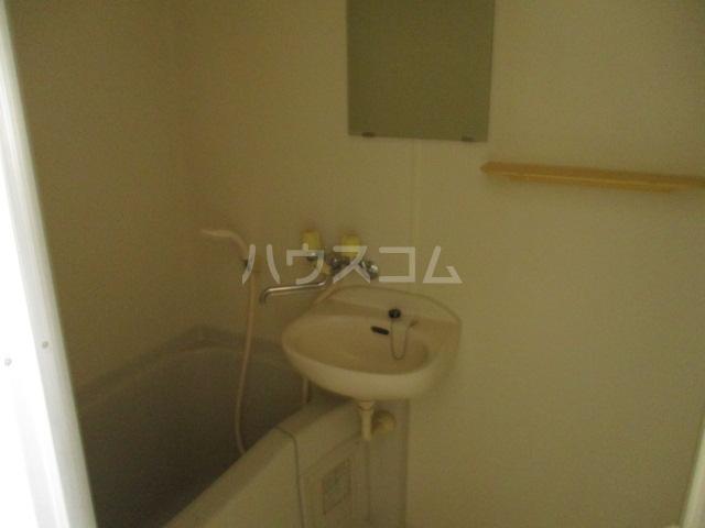 メゾンビフォア 207号室の風呂