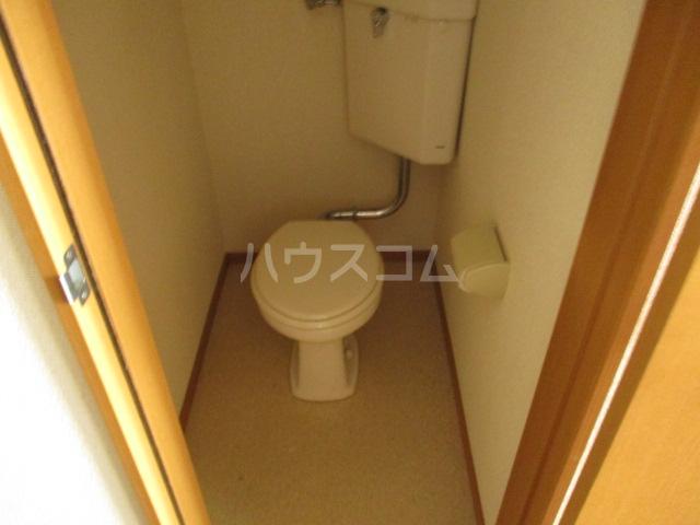 メゾンビフォア 207号室のトイレ