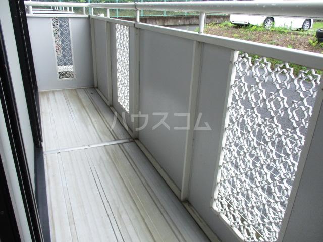 ファミールタヤマ A 102号室のバルコニー