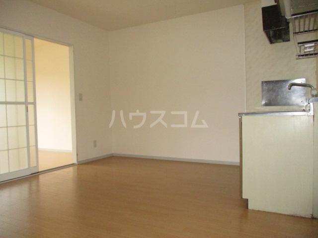 ファミールタヤマ A 102号室のリビング
