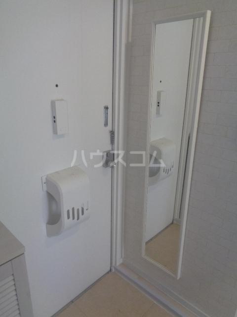 メゾンミンミンA 203号室の玄関