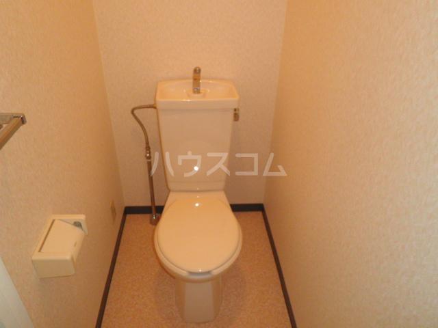 マンション太田窪 206号室のトイレ