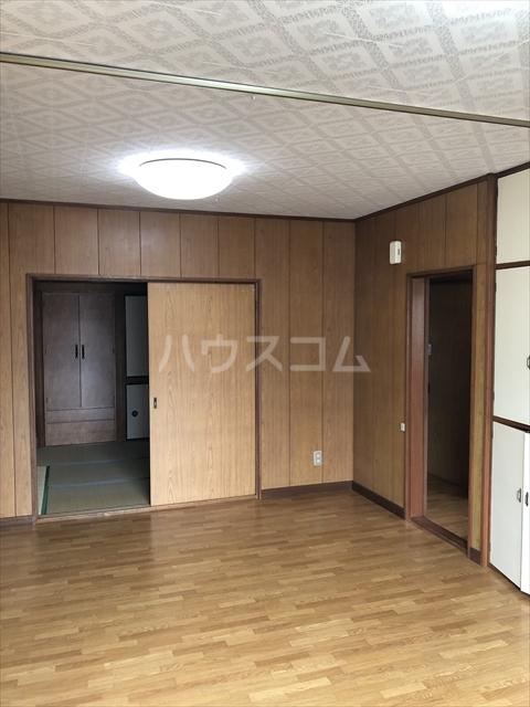 クラインハイツ 301号室のリビング