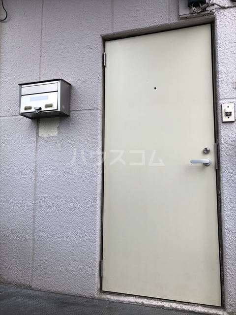クラインハイツ 301号室のエントランス
