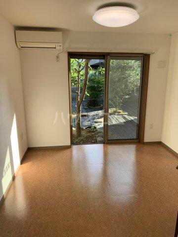 中尾コンセプトハウス B104号室のリビング