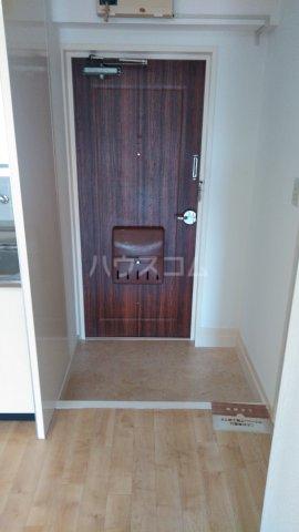 ニューグリーンハイツ 302号室の玄関
