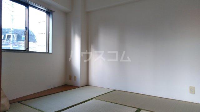 エメラルドマンション 202号室の居室