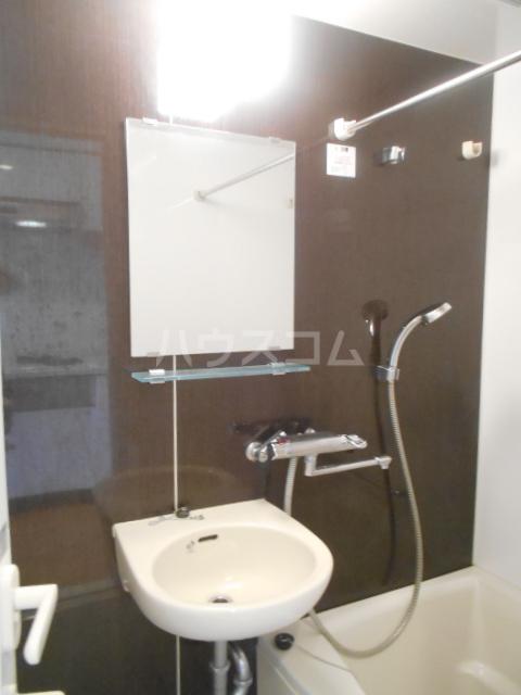 スカイコート新小岩 1005号室の洗面所