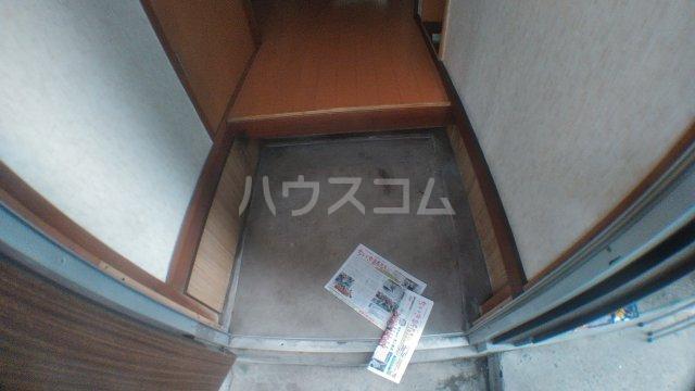 ピュアハウス市川 3号室の玄関