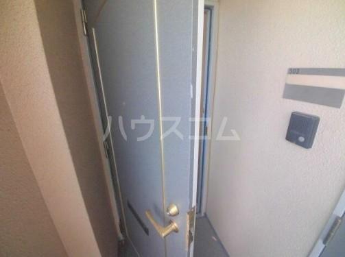 ティアラ新城 303号室の玄関