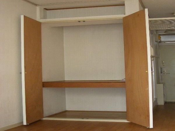 エステートピアアピカル国立 24号室の収納