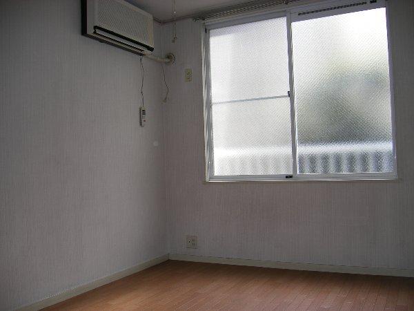 エステートピアアピカル国立 24号室の居室