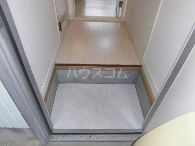 グロウス国立Ⅰ 102号室の玄関