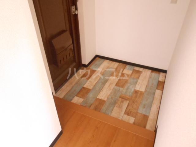浅井ビル 303号室の玄関
