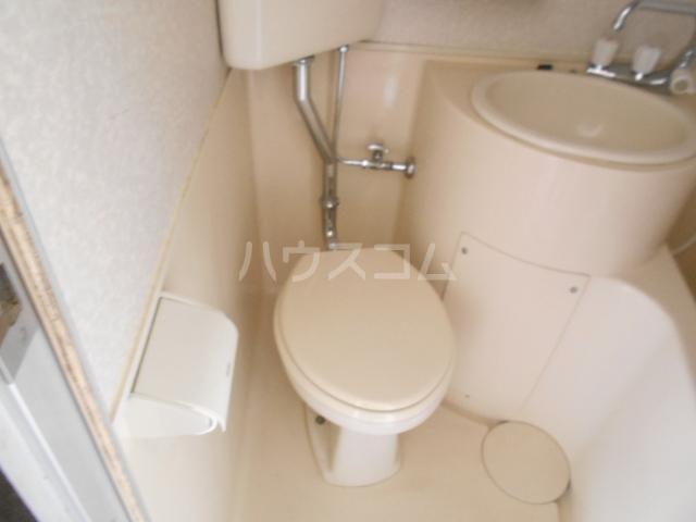 浅井ビル 305号室のトイレ