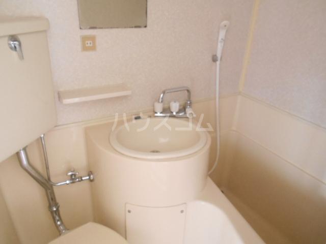 浅井ビル 305号室の洗面所