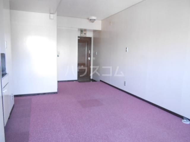 浅井ビル 305号室のリビング