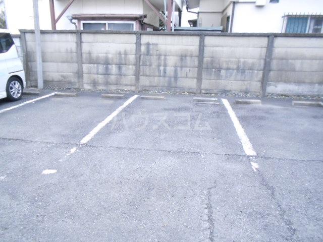 KMハイツ 103号室の駐車場