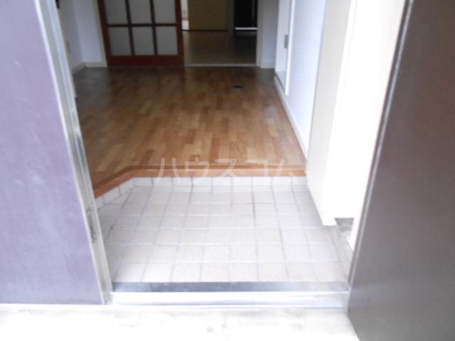 KMハイツ 103号室の玄関