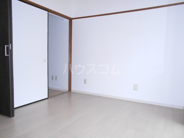 KMハイツ 103号室の居室