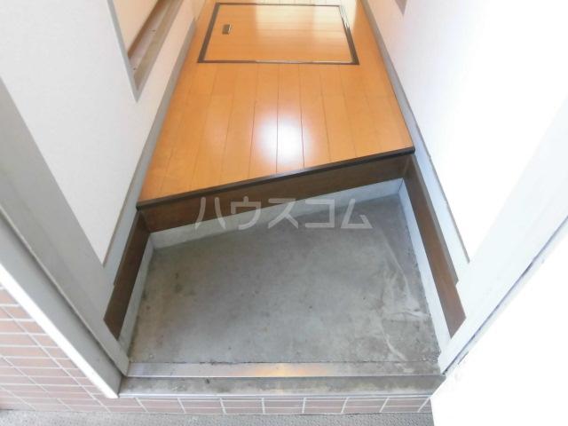 石山荘 L号室の玄関