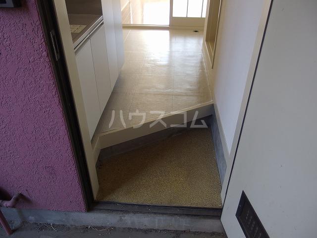 日生ハイム 102号室の玄関