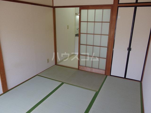 日生ハイム 208号室のリビング