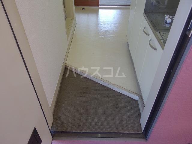 日生ハイム 208号室の玄関