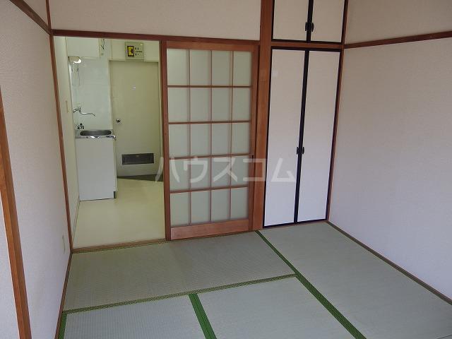 日生ハイム 208号室の居室