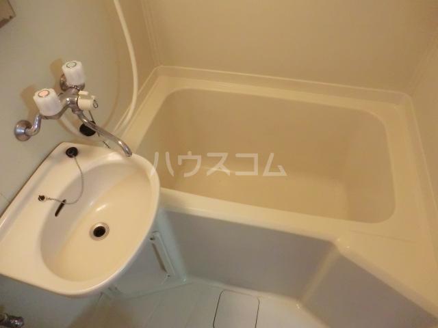 シルキー東林間 208号室の風呂
