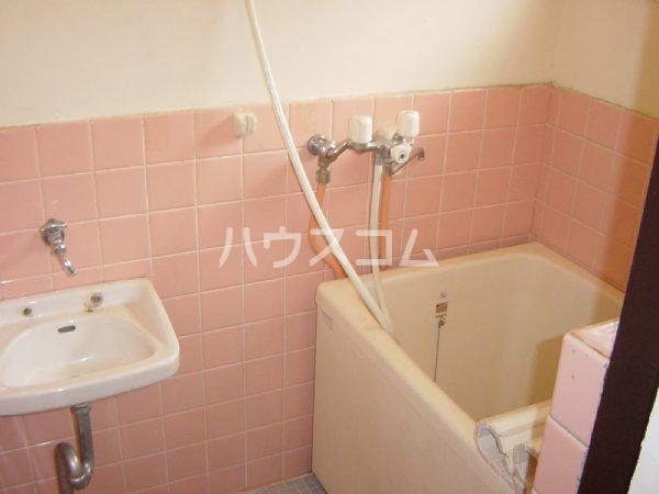 メゾン新川口東棟 201号室の洗面所