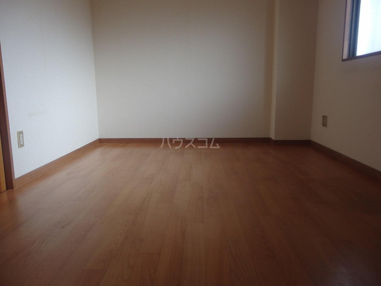 コーポヒジカタ 102号室の居室