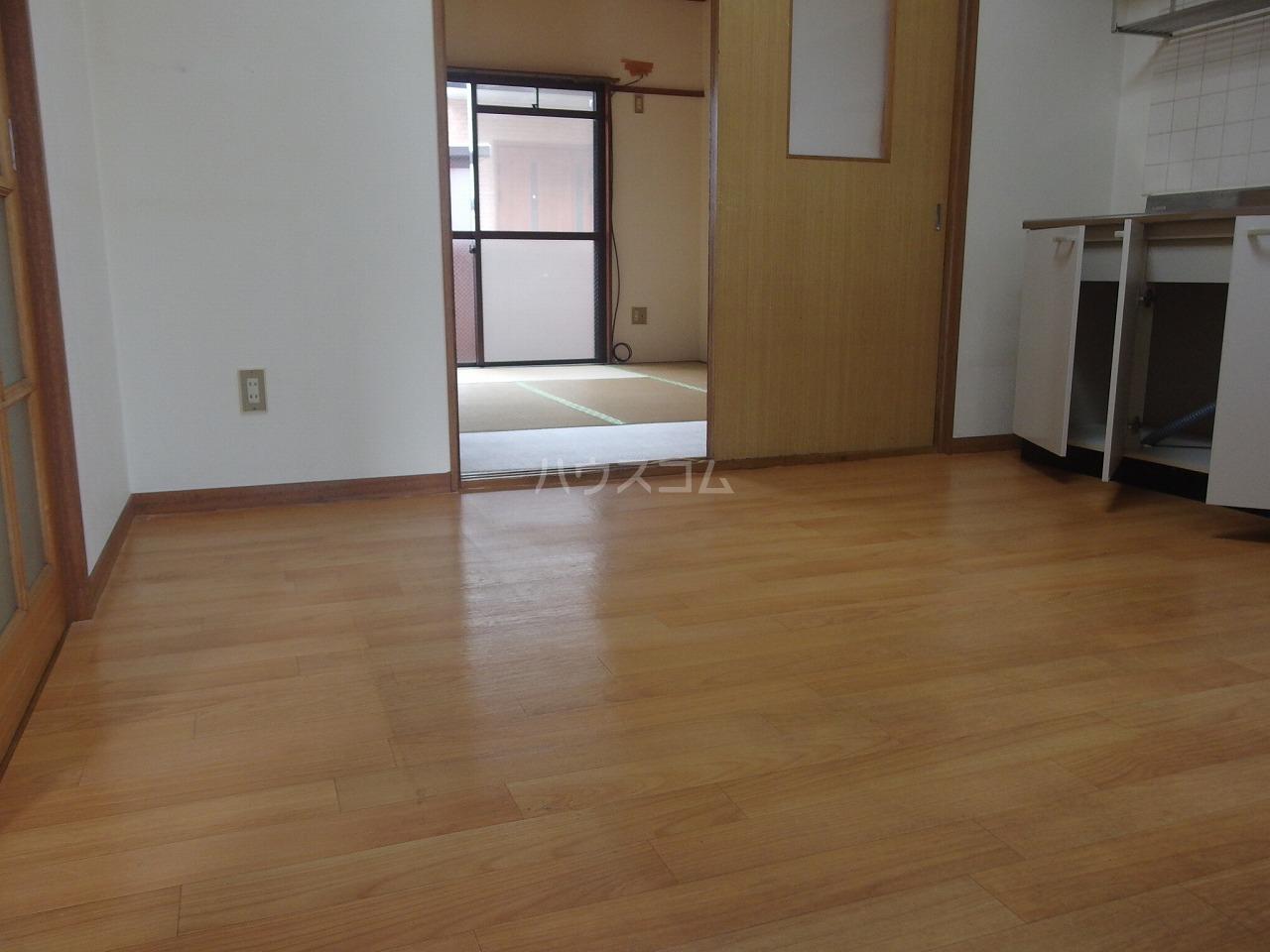 コーポヒジカタ 102号室のリビング