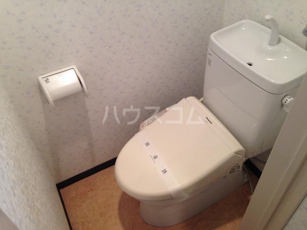 ロイヤルコスモ調布 204号室のトイレ
