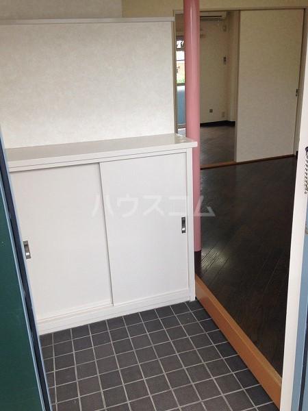 ロイヤルコスモ調布 204号室の玄関