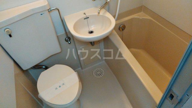 ロイヤルカイザー 202号室の風呂