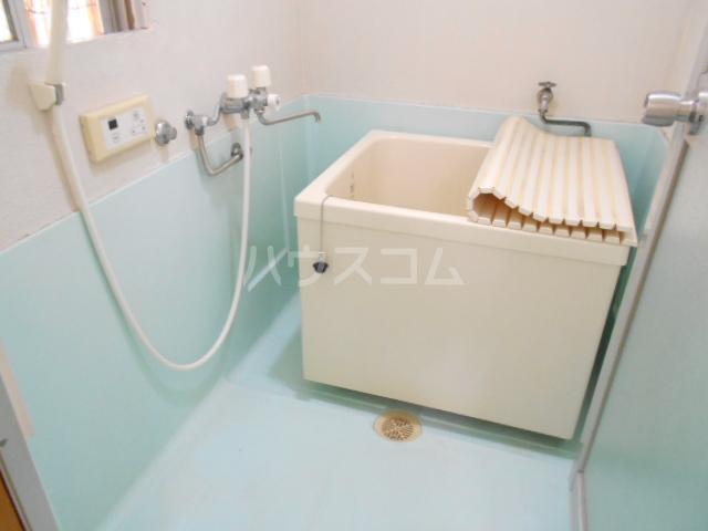 ファミーユ落合 303号室の風呂