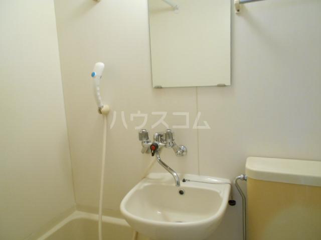 パールシャトーセキネ 102号室の洗面所