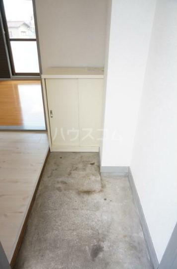 KMハイム 201号室の玄関