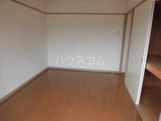 グリーンコーポラス 305号室の居室
