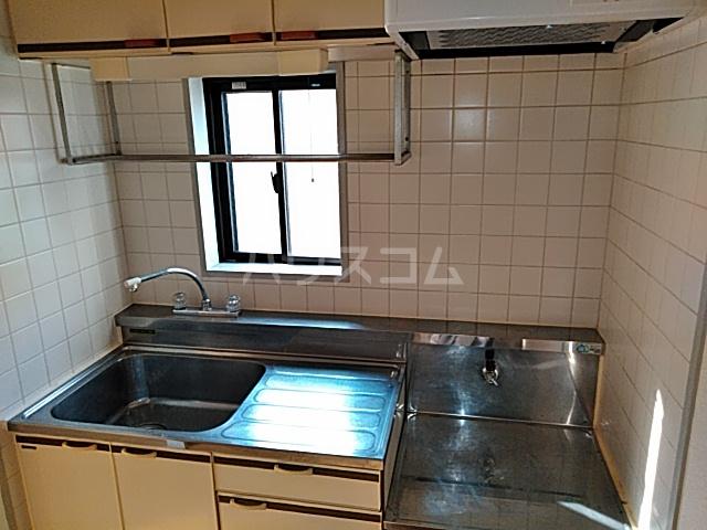 チェリーハイツ 302号室のキッチン
