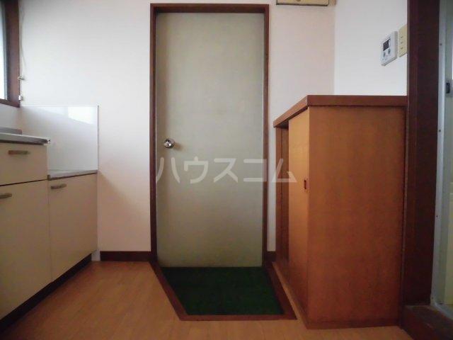 サンハイツ 203号室の玄関