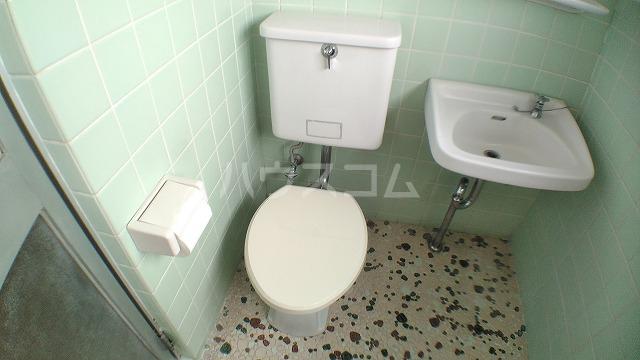 卯月アビタシオン 401号室のトイレ