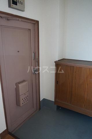 セブンハイツ 301号室の玄関