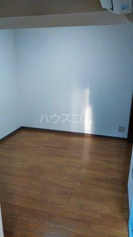 ペルレ五十嵐 301号室のリビング