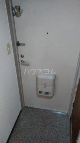 ペルレ五十嵐 301号室の玄関