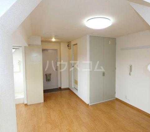 渡辺ハイツ 301号室のベッドルーム