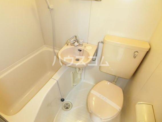 渡辺ハイツ 301号室の洗面所